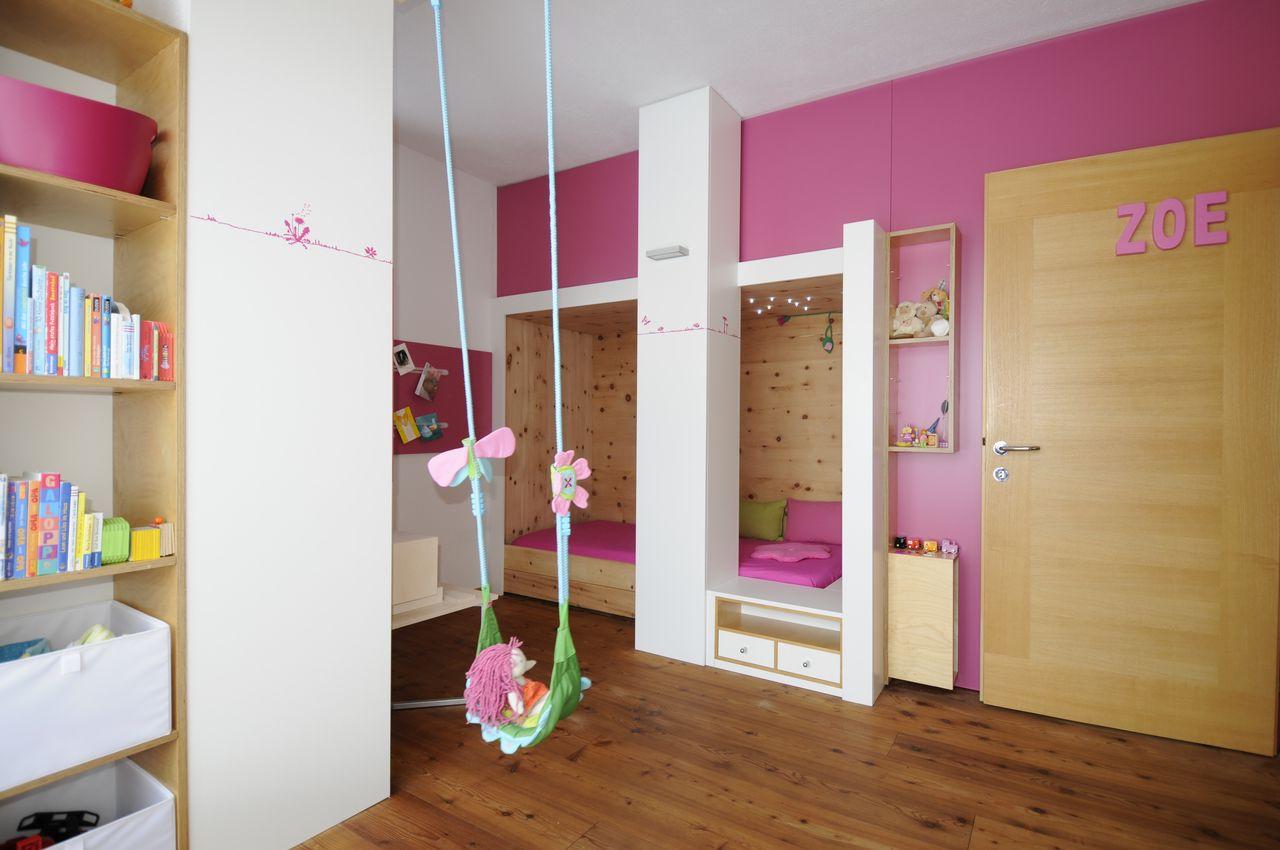 Kinderzimmer zirbenholz bibkunstschuur for Kinderzimmer im keller